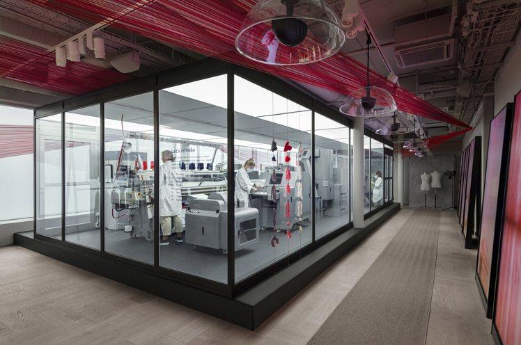 H&M瑞典斯德哥爾摩皇后街的門市,設置了規模如貨櫃箱大小的服裝再生系統「...