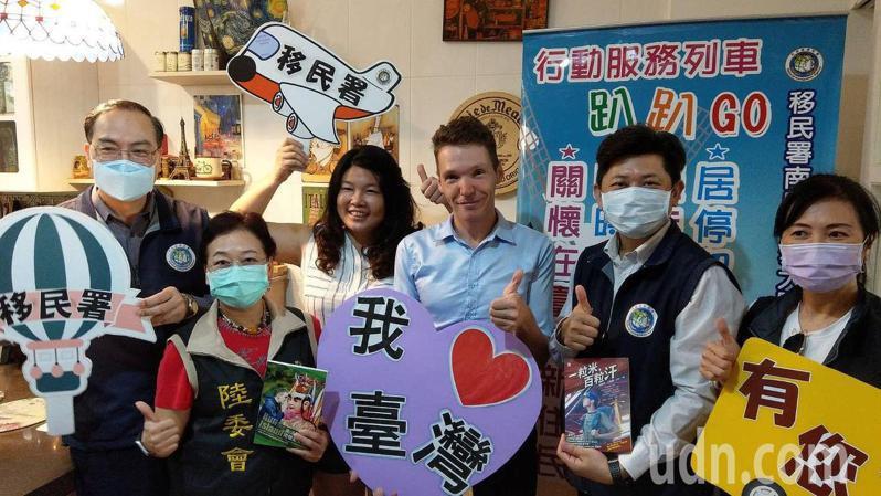 法籍吉雷米(右三)成台語主持人,被誇比台灣人更台灣的法國人。記者王昭月/攝影
