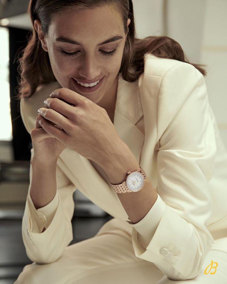 如何展現動感不羈魅力?百年靈的Navitimer腕表,金質鏈帶宛如一件手上珠寶,...