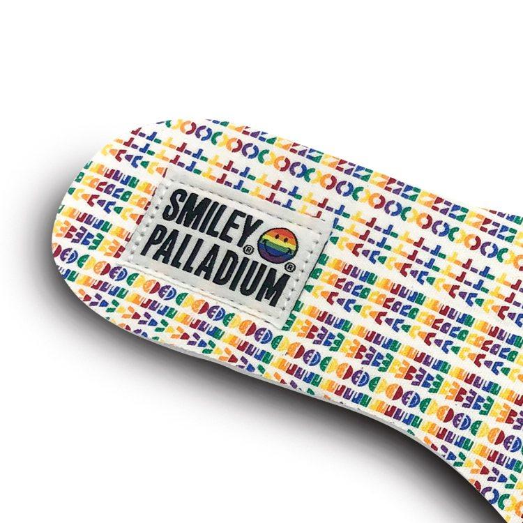 Palladium彩虹微笑特別紀念系列靴款,有著彩虹標語鞋墊設計。圖/Palla...