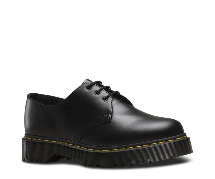 Dr. Martens 1461三孔鞋5,680元。圖/Dr. Martens提...