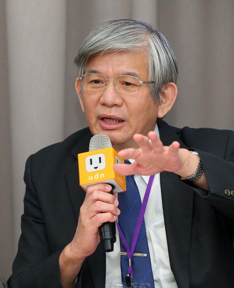 高雄醫學大學附設中和紀念醫院教授莊萬龍,出席「C望工程最後一哩路」專家會議,強調...