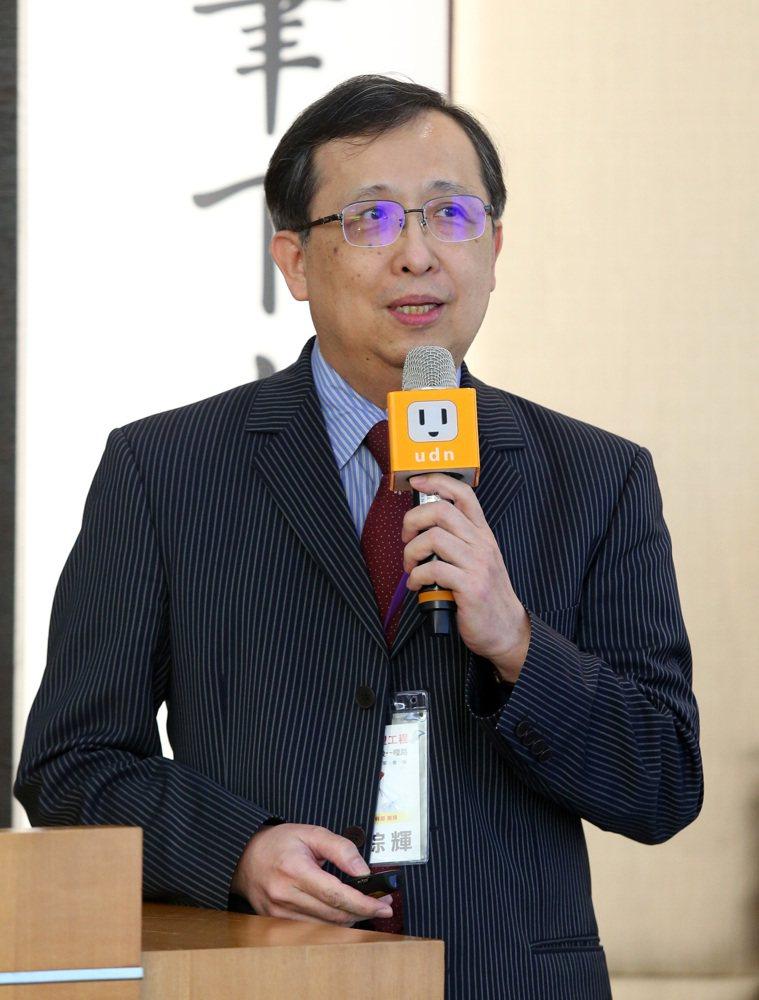 高雄長庚醫院內科部教授胡琮輝,出席「C望工程最後一哩路」專家會議,他指出,以矯正...