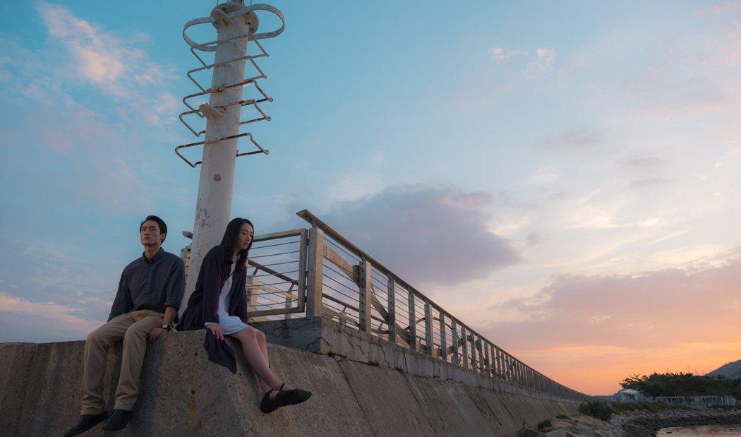 女主角蔡思韵(右)、男主角劉俊謙(左)主演的「幻愛」入圍金馬3項。圖/光年映畫提供