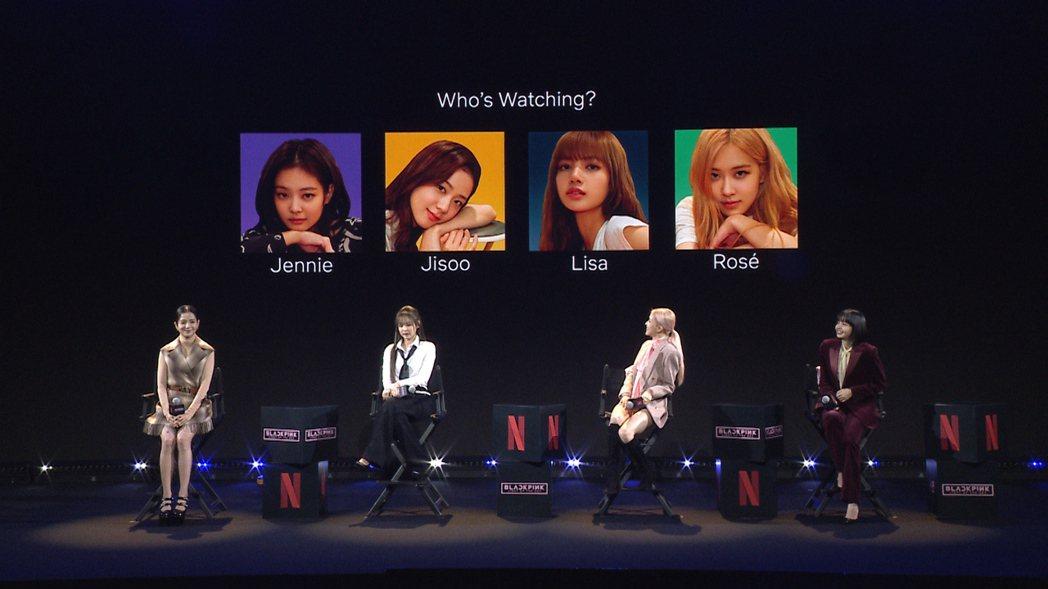 BLACKPINK昨出席記者會,與粉絲互動,JISOO(左起)、JENNIE、R...