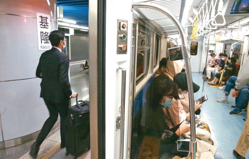 北北基軌道政策路網溝通平台決定,基隆輕軌將改為捷運路軌。本報資料照片