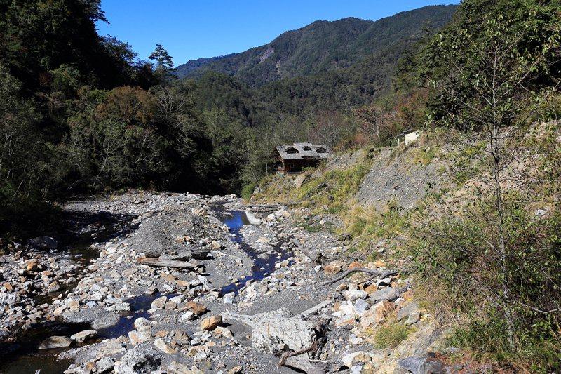 馬達拉溪登山口今日樣貌,昔日停車場已消失。 圖/作者自攝