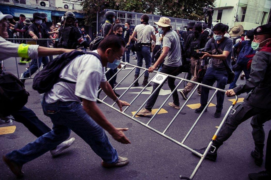 圖為14日的示威者,與警方發生零星衝突。 圖/美聯社