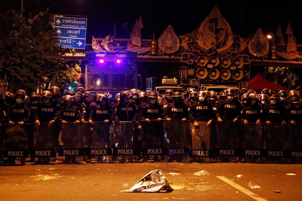 「現在大環境不一樣了,是時候重新起身對抗...」10月15日清晨3點,泰國政府派...