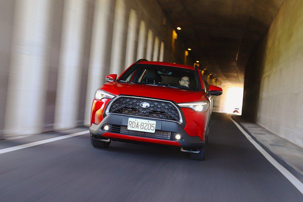 Toyota Corolla Cross在增加底盤高度後駕駛視野比房車提升121...