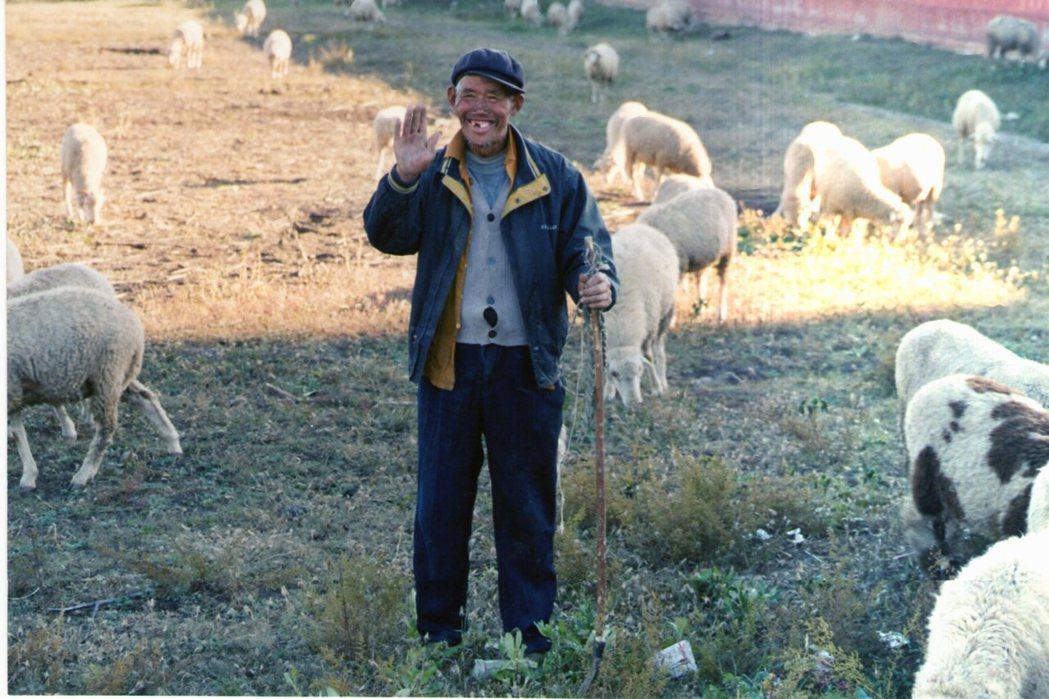 中共執政後,毛澤東和許多共產黨成員從中國內地大量移民前往內蒙古自治區,凌駕於原住...