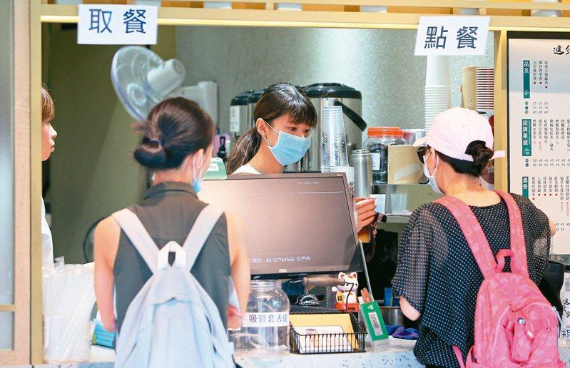 勞動部今(26)日發布最新減班休息(俗稱無薪假)統計,目前實施無薪假有655家、13,184人。聯合報系資料照