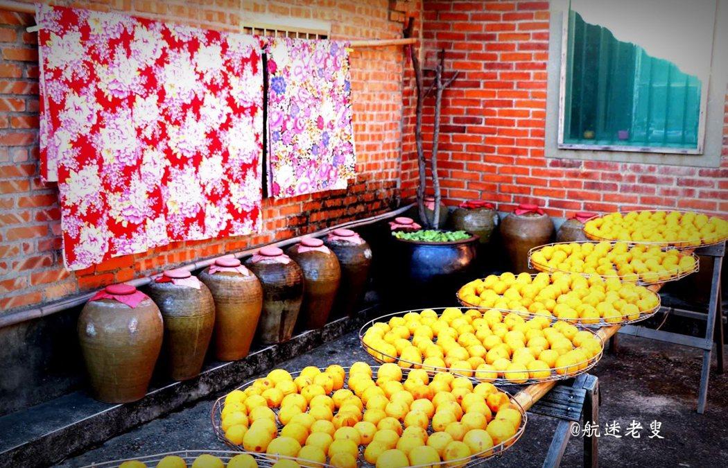 柿子飄紅,美不勝收,新埔歷史悠久的曬柿習俗,更是成為有特色秋色網紅打卡地。