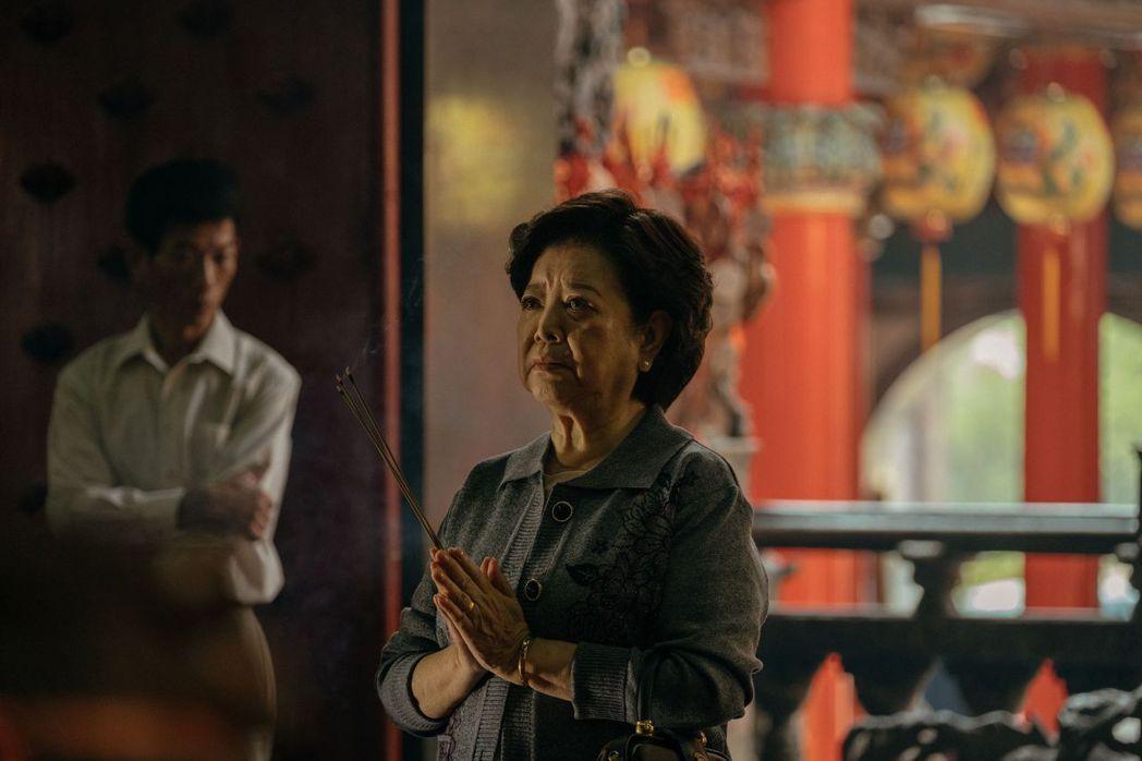 陳淑芳飾演母親「秀英」一角。圖/威視提供