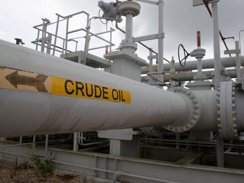 國際油價14日升至近一周來高點。(路透)
