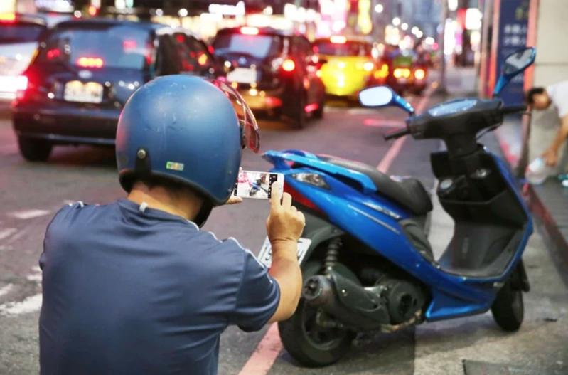 民眾檢舉交通違規案件逐年提升,到2019年,每日平均高達8211件。 本報資料照片