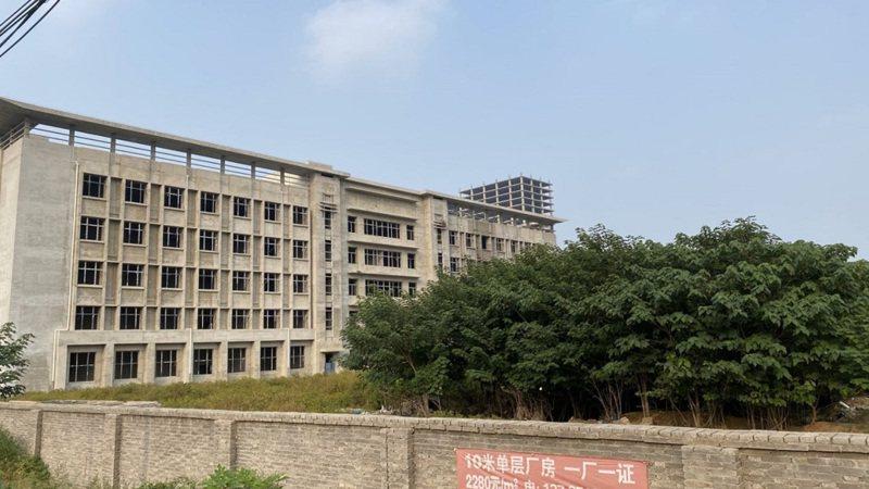 河北昂揚晶片廠夭折,建一棟樓就沒錢。圖/成都商報