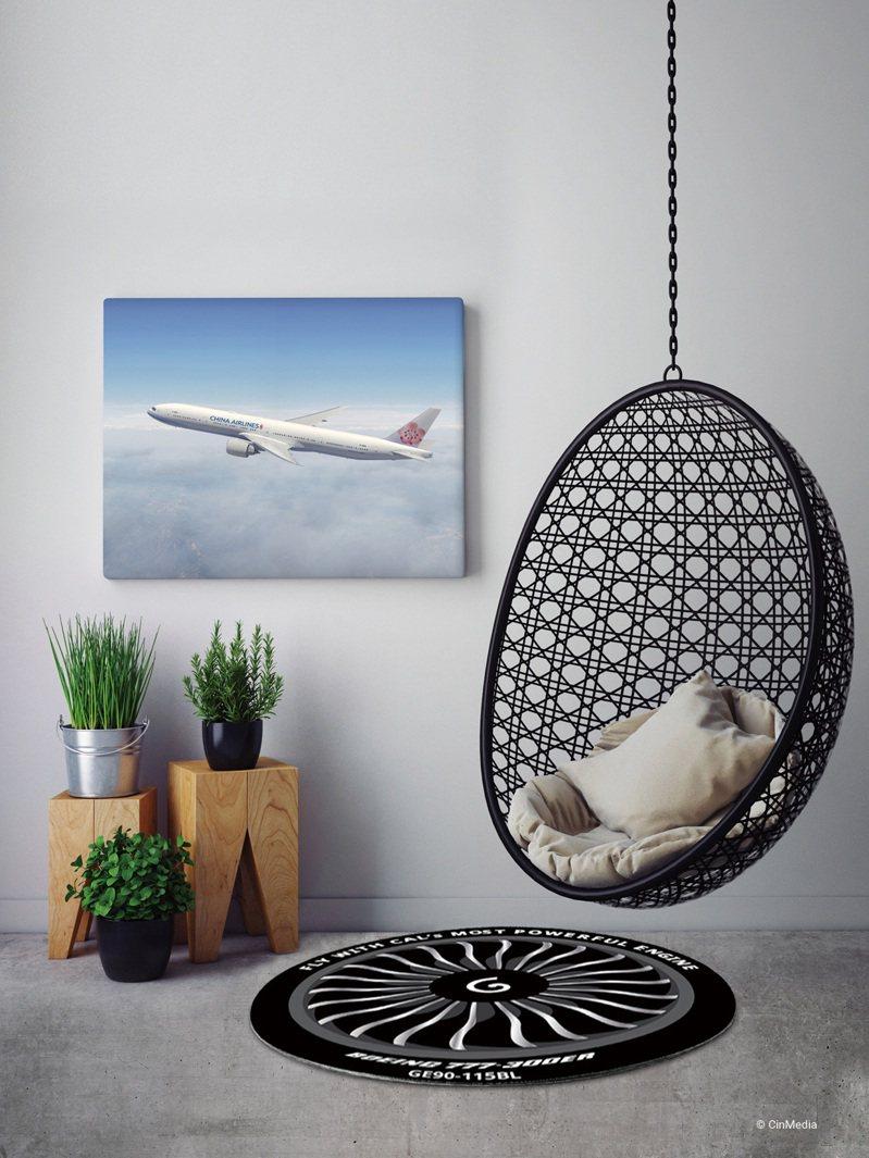 為慶祝波音777F貨機即將到來,華航eMall推出由機師所設計的創意周邊商品「777機隊引擎地墊」。圖/華航提供