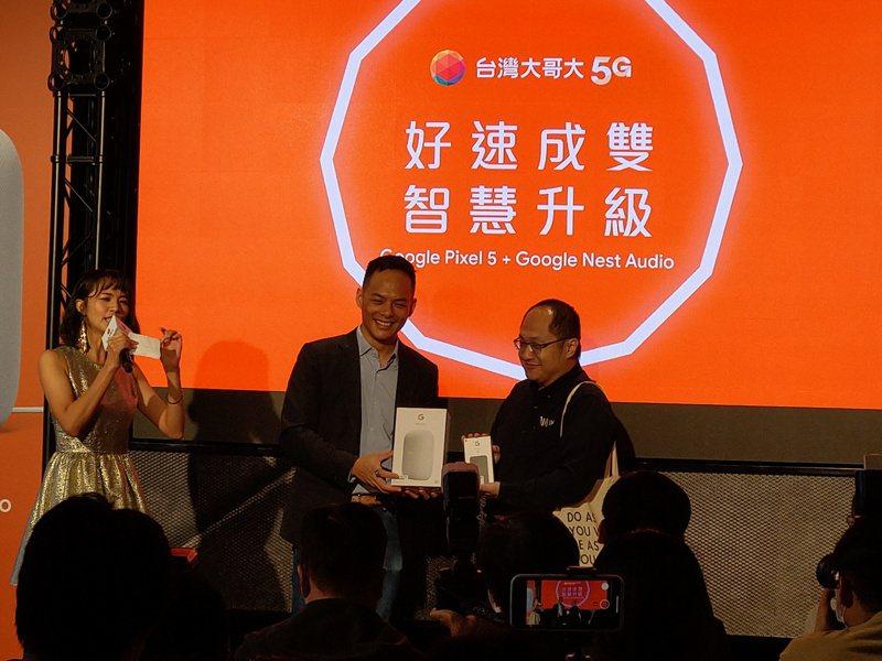 台灣大開賣Google Pixel 5。記者黃晶琳/攝影