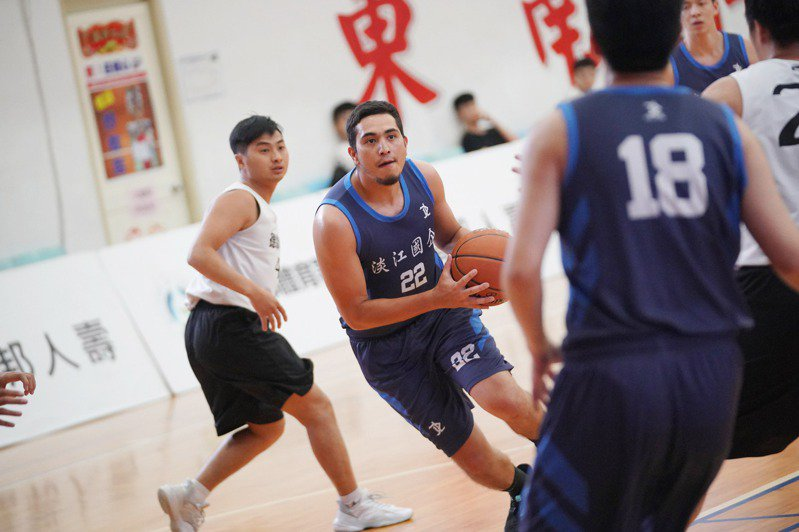 新北區冠軍淡江國企擁有兩名外籍生,被各隊視為勁敵。圖/富邦人壽提供