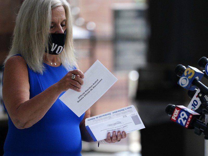 關鍵搖擺州賓州要等到投票日當天才開始處理郵寄選票。美聯社