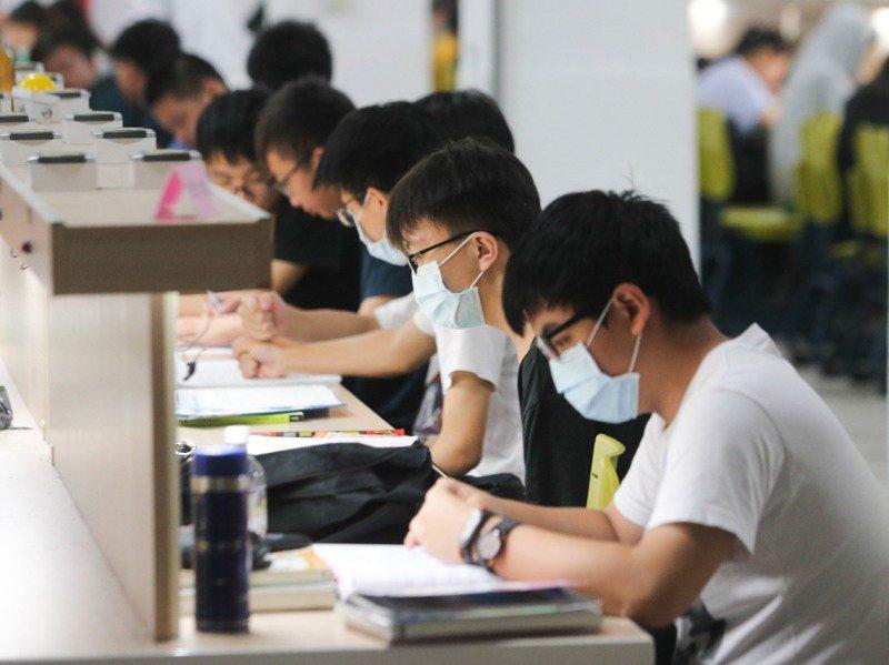 111學年起升大學將推行考招新制,大學入學考試的科目、計分都有調整。圖/聯合報系資料照片