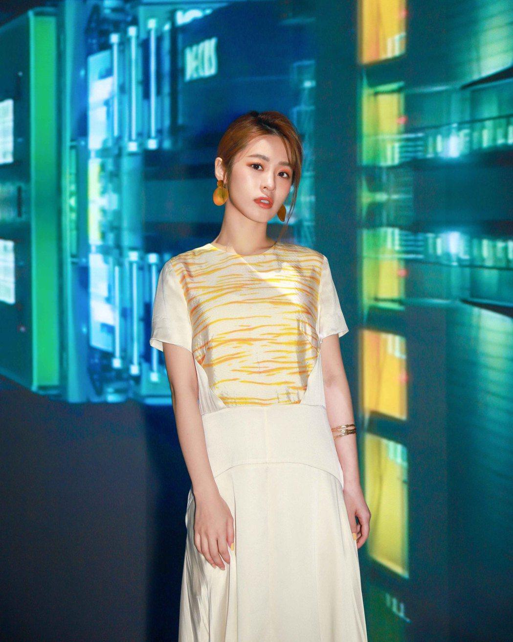 張語噥獲兩時尚品牌邀請看秀,晉身「時尚咖」。圖/上城娛樂提供