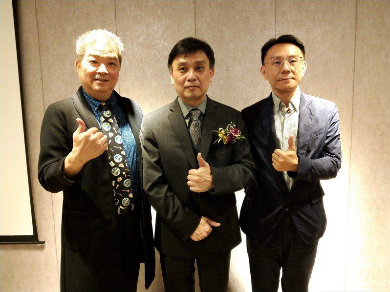 京鼎策略長黃啟智(左起)、總經理邱耀銓及發言人呂軍甫。記者張瑞益/攝影