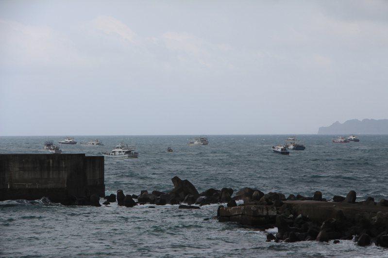 基隆潮境奇景,50艘漁船齊聚潮境海灣剝皮魚大豐收。圖/海科館提供