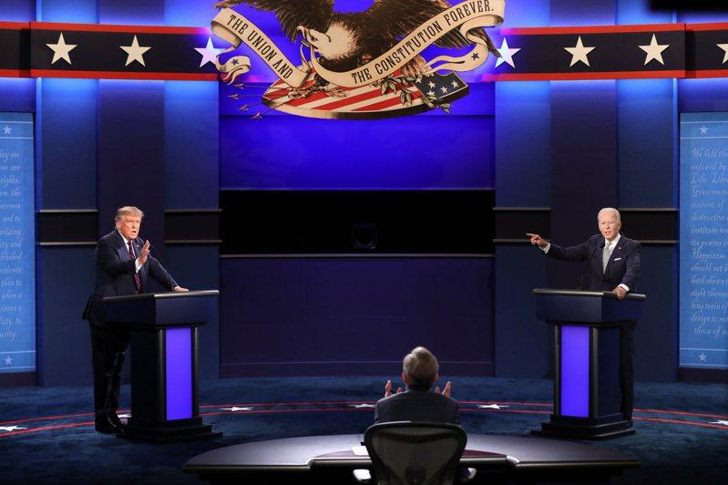 美國總統選舉結果可能出現爭議的機率日增,專家勾勒了三種可能情境,其中以法律戰情境對股市的衝擊最大。圖為現任川普(左)與民主黨提名人拜登的首場辯論。