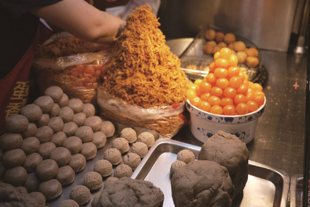 鹹香馥郁的蛋黃芋餅,一口咬下幸福感油然而生。 圖/Karren kao、黃映嘉拍...