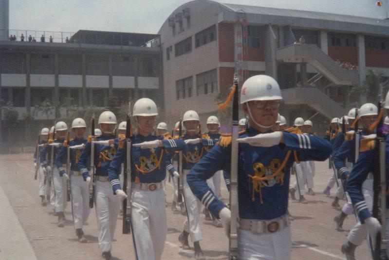 圖擷自台北市立成功高級中學儀隊(CGHG)