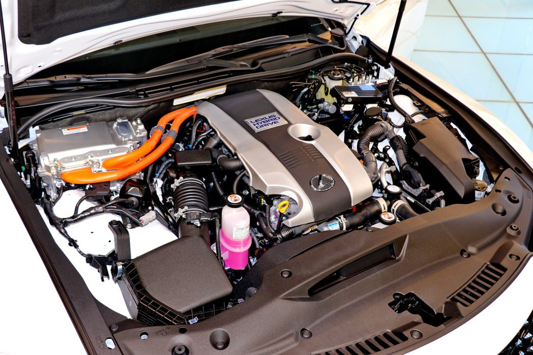 IS小改款後僅提供搭載2.5升油電混合動力的IS 300h。 記者陳威任/攝影