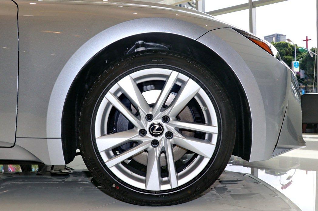 一般車型也配備19吋輪圈。 記者陳威任/攝影