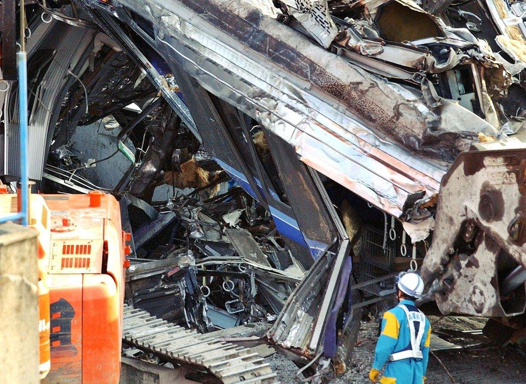 2005年4月25日,日本JR福知山線出軌事故,造成107人死亡、562人輕重傷...