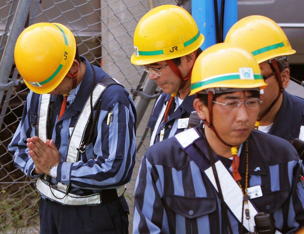 事故原因,部份意見認為和鎖JR西日本實施的「日勤教育」有關,是對員工極為苛刻的肉...