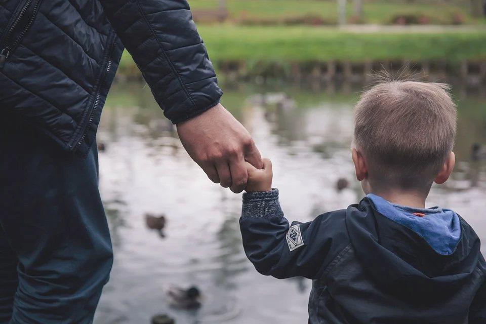 面對孩子的離巢,總是笑著笑著就哭了。 圖/pixabay