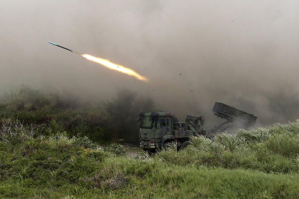 漢光36演習雷霆2000多管火箭操演畫面。 圖/美聯社
