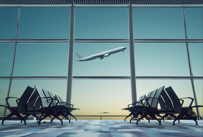 台商要搭機回台,持公立醫院檢驗報告證明「未檢出」,結果被國際航空拒絕登機,堅持要載明「陰性」才放行。示意圖/ingimage