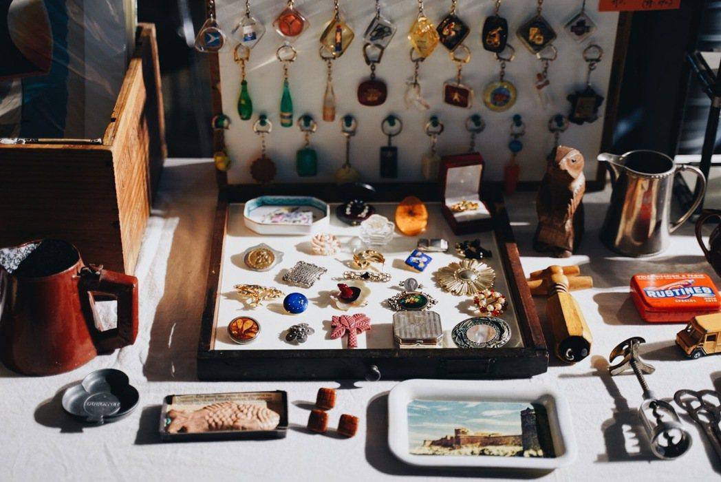 第八回台北蚤之市中可以找到來自各國的老件收藏。 圖/沈佩臻攝影