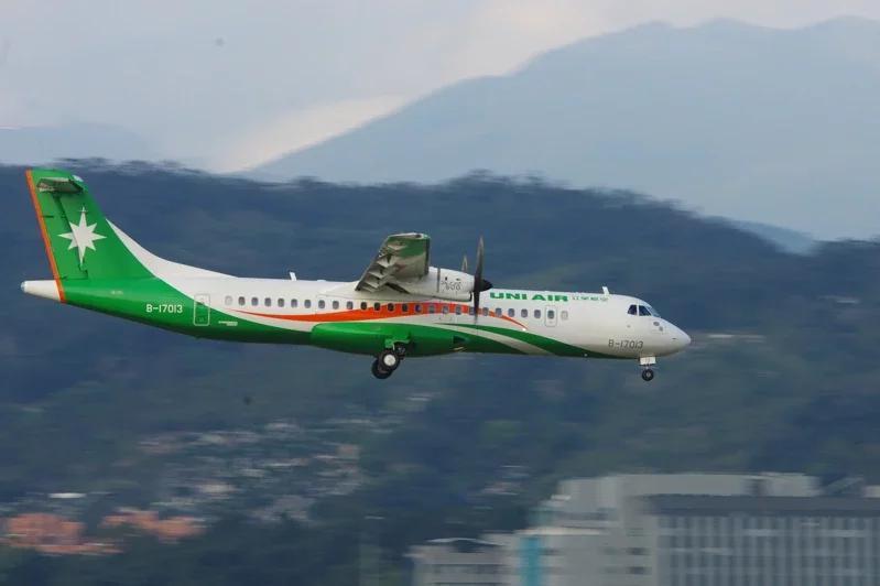 立榮航空飛東沙包機受禁入香港飛航情報區影響返航高雄。本報資料照
