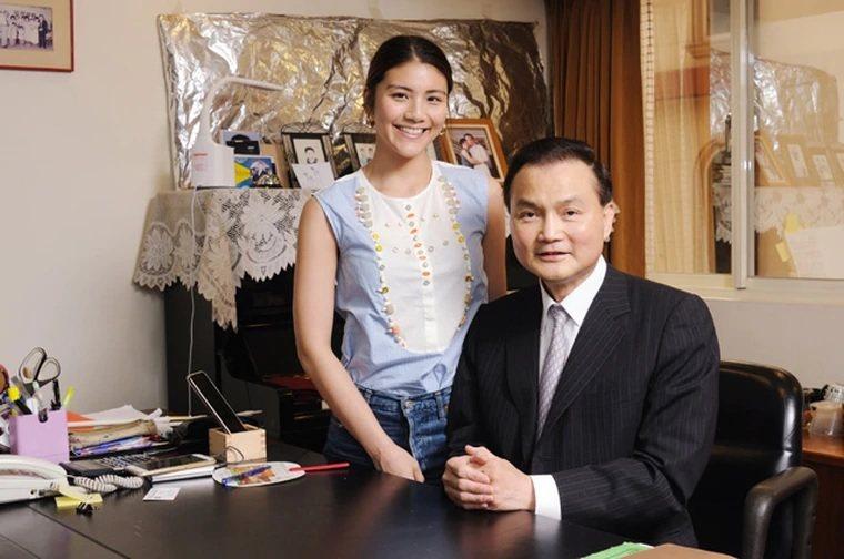 新第來亨建設董事長許清芳與其女兒。(圖/新第來亨建設提供)