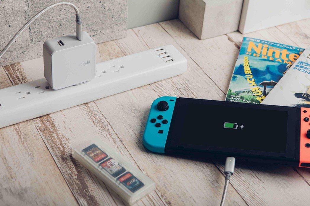 萬國旅充系列 ProGeo USB-C 及 USB 埠充電器(42W),提供雙端...