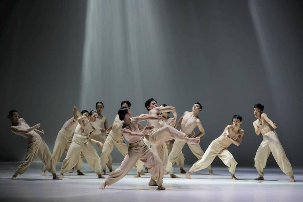 雲門新舞作《定光》於高雄衛武營國家藝文中心歌劇院盛大演出。 業者/提供