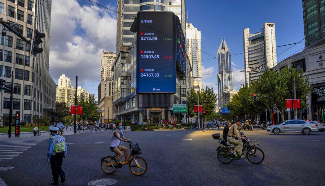 中國大陸國家統計局19日公布多項經濟數據。圖/路透 歐新社