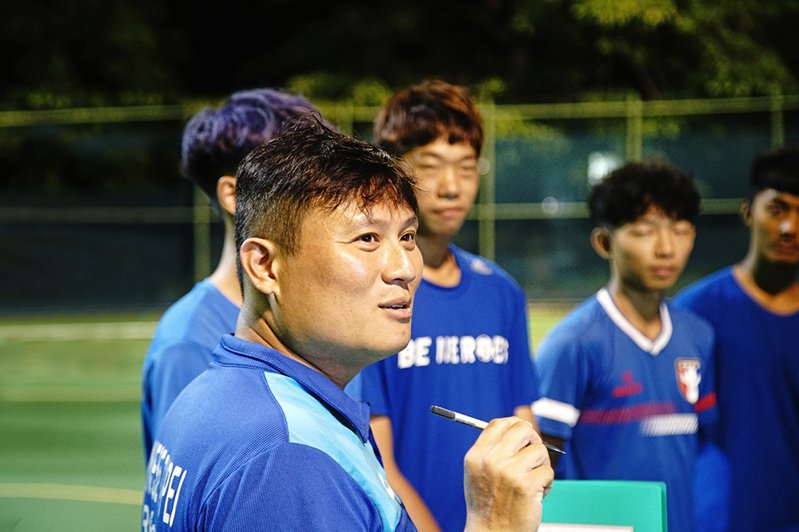 簡盟恩期望這群生力軍,成為台灣足球最堅實的後盾。(攝影/曾信耀)