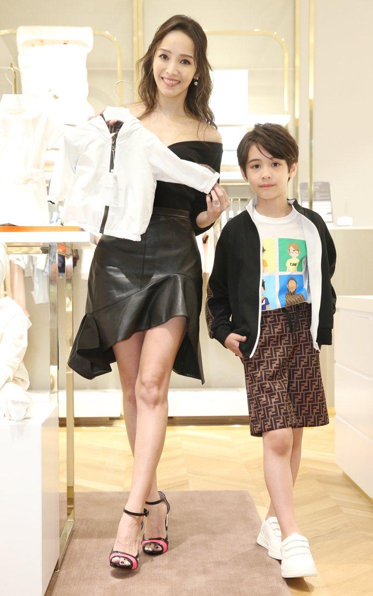 侯佩岑、伊萊出席微風南山「Petit Luxe」精品童裝樓層開幕活動。記者曾學仁...