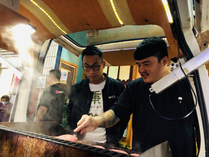 從小獲家扶幫助賣漢堡助弱勢6年,漢堡王子在基隆到18日。圖/ 議員張秉鈞提供
