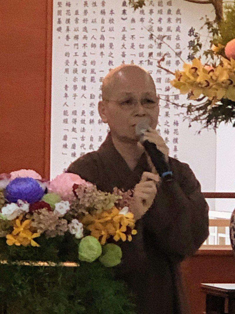 華梵大學創立30年,董事長悟觀法師昨天發表「般若禪,如來使」等3本新書。記者柯永輝/攝影