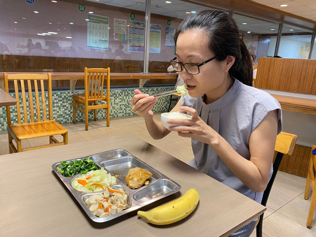 營養師建議,每天食用至少3到5碟蔬菜、2到4份水果,攝取足夠維生素及礦物質。圖/...